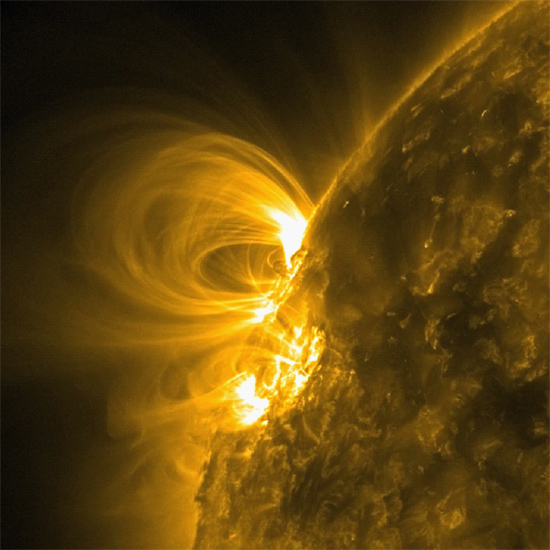 Looping solar prominence