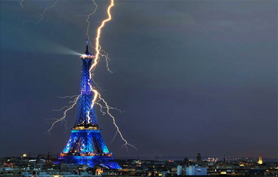 Lightning strikes the Eiffel Tower. Credit: Bertrand Kulik