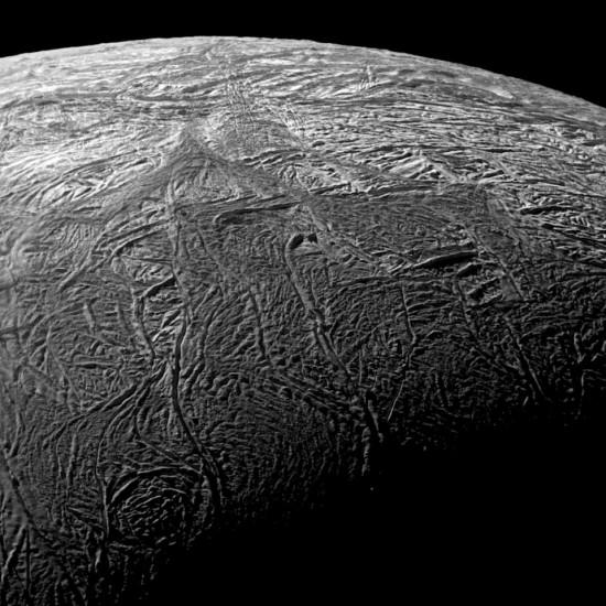 enceladus-fracture-closeup