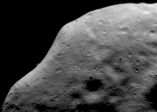 Asteroid 433 Eros from NEAR-Shoemaker on its way to touchdown. Credit: NASA/JPL