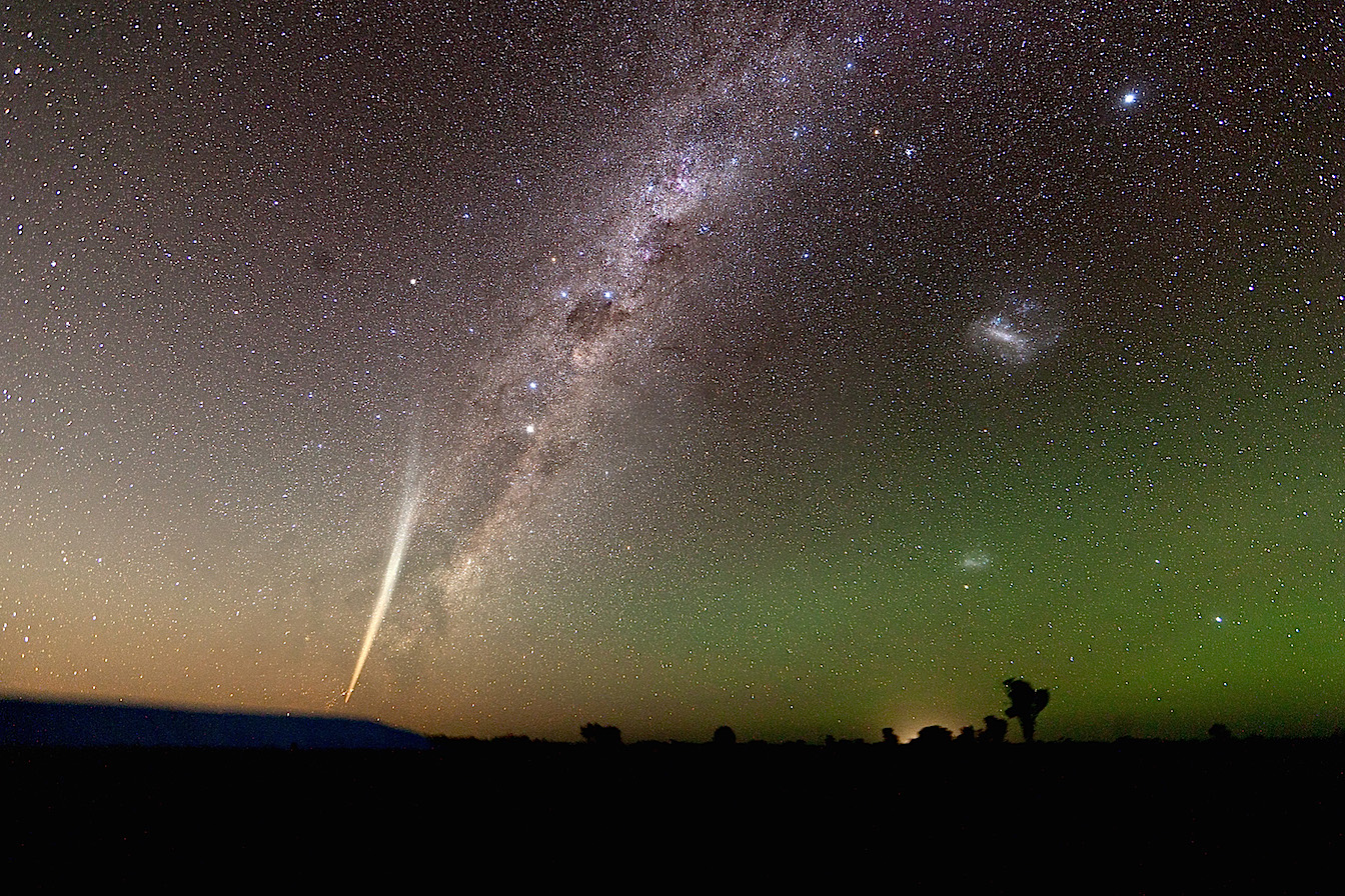 Comet_Lovejoy_2011_Milky_Way_Wide_Field
