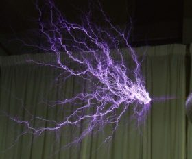 Thunderblog -- 1280px-Tesla-coil-discharge